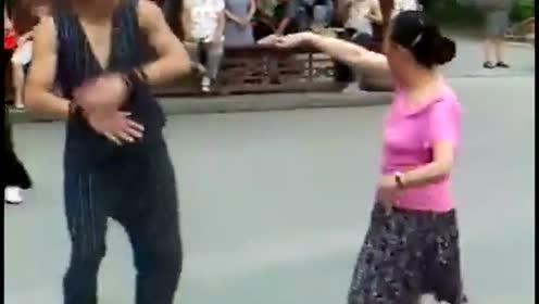 热舞大妈,年轻时肯定也是个大咖!