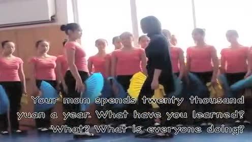 教育新闻_舞蹈老师疯狂殴打女学生