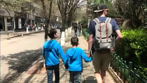 据说是美国夫妻带儿子到中国领养十岁男孩 全家