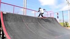 运动能力超强的孩子:像这样滑滑板,你做得到