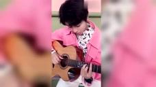 王俊凯:我们凯凯弹吉他好有小王子的感觉,网友:好喜欢你
