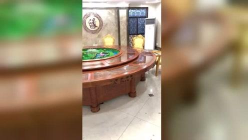 电动大圆桌带音乐喷泉,好看漂亮。