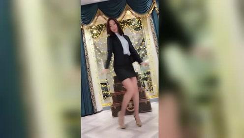 小姐姐跳舞真美,气质不是一般的好