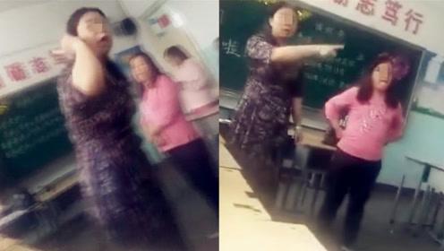 實拍:女老師因未收到鮮花大鬧學生畢業班會形同潑婦!教育局:撤銷教師資格