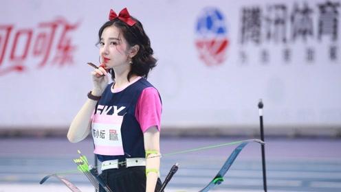 陈小纭女子射箭冠军 于小彤激动的站起来躲在栏杆后捂着脸笑 这爱情太美好