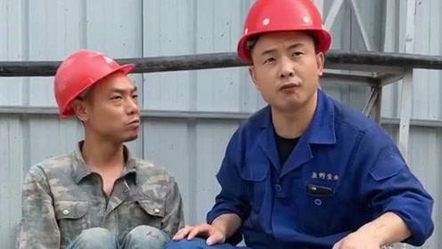 工地上人才辈出,兄弟俩都可以去说相声了,感觉当农民工都屈才了!