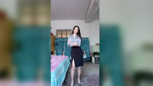 我是裙子控是这套好看?还是上个视频那一套好看?