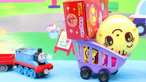 托马斯小火车帮忙运送物品,毛毛招待吃美食