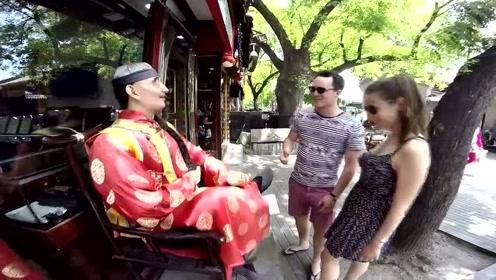 外国两口子游中国北京,一路上把北京拍的真是美