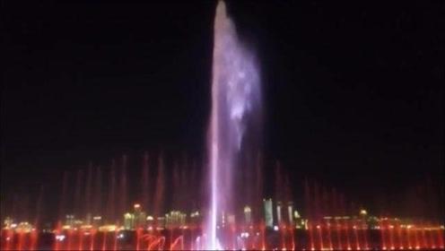 特大特震撼的音乐喷泉,完美的一场视觉盛宴,你准备好接收了吗?