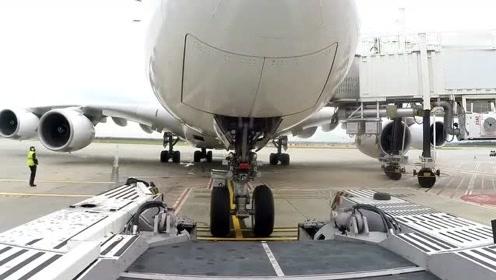 飞机是如何倒车的?看完这个视频,解开了心中疑惑!