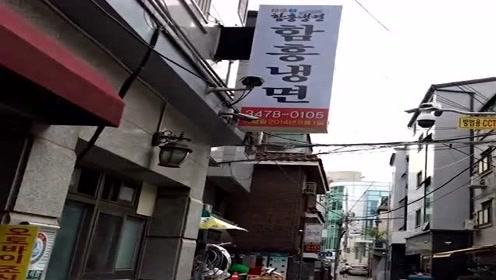 在韩国吃饭为什么要带剪刀?看完接下来的一幕,你就懂了