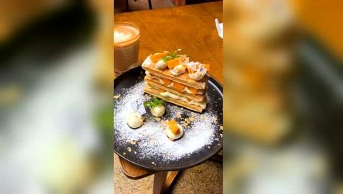 这个咖啡馆的芒果拿破仑也太好吃了吧!