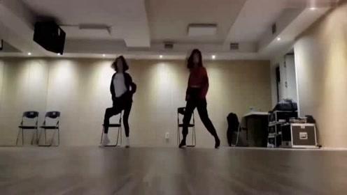 刘些宁《love in this clu*》练习室舞蹈!