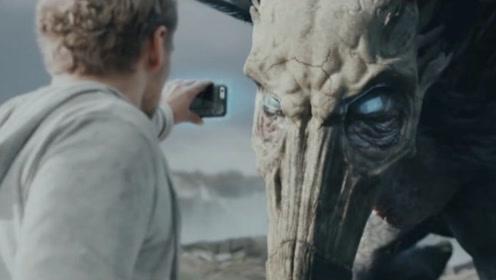 千年鸡头蛇身怪,对视过的人都会瞬间石化,小伙却给它来了张自拍