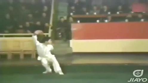 李连杰1978年夺下全国武术冠军视频,不愧功夫皇帝