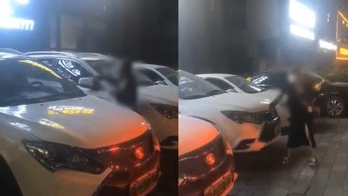 女子怒砸男友车,遭殃的却是同款车型的路人!网友:真是躺着也中枪