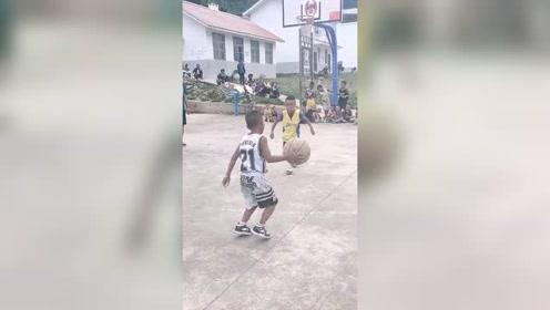 打篮球就得从小抓起!