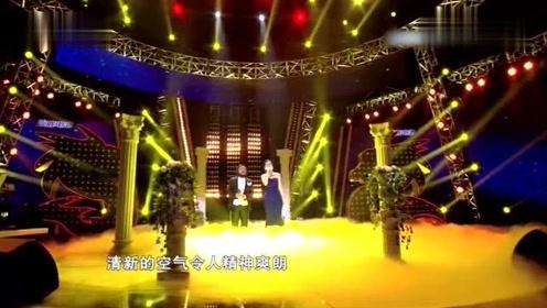 """潘长江模仿""""帕瓦萝卜""""与女儿潘阳同台合唱《我的太阳》"""