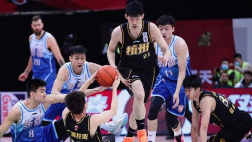 CBA全场集锦:胡金秋28+11新疆仅得65分,创队史最低得分惨败广厦