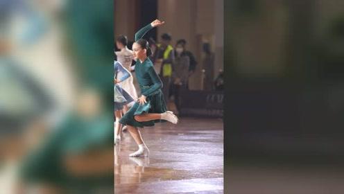 中法混血的拉丁女孩来了,气质这块拿捏的死死的#拉丁舞 #甄玺 #港龙舞蹈圈国标少年