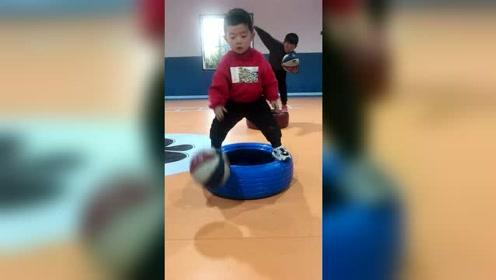 好可爱的打球小朋友,小篮球大梦想