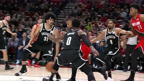 【得分】有点不可思议 利拉德高难度上篮秀翻全场