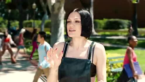 Jessie J《 Flashlight》