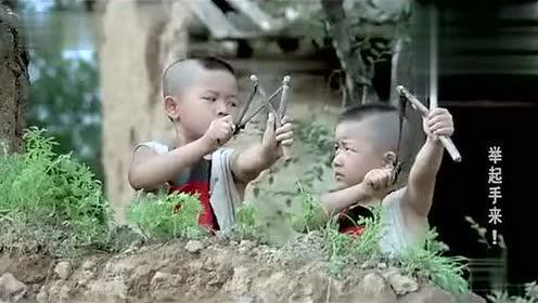 爆笑举起手来,中国小孩智斗鬼子,笑死人视频
