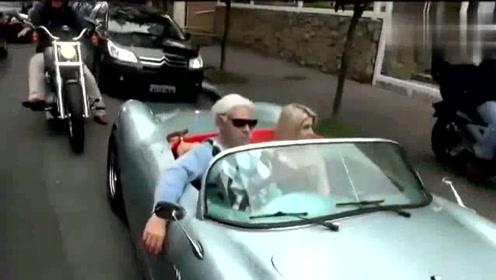 国外搞笑视频:80岁大爷与美女恶搞路人你怎么看