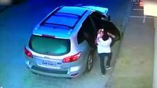 巴西一男子遭枪杀护住女儿淡定赴死 监控拍下全程