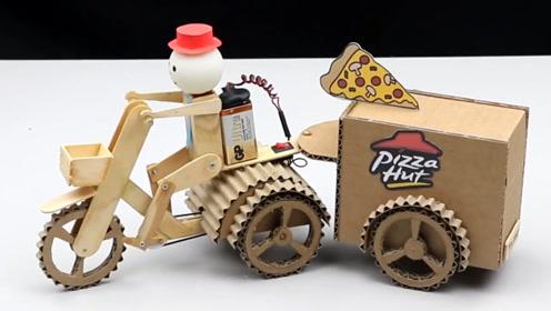 纸板狂魔用纸板制作披萨外卖送货机器人玩具,动手能力和创意绝了图片