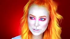 妹子挑战粉色烟熏妆,配上橙色的头发,简直是漫画里走出来的!