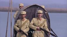寡妇和洪哥在船上的时候,竟遇见了国军,幸好寡妇聪明逃过了