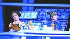 60岁杨丽萍和51岁金星近况对比,这差距真大,网友:艺术家和凡人