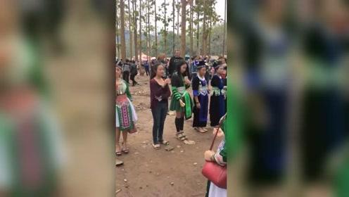 老挝的美女都在玩这个游戏,不知道这个游戏有什么意义没有!