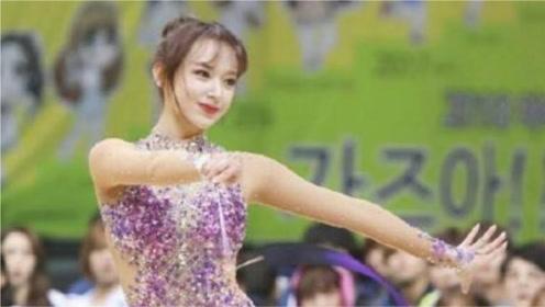 女明星的艺术体操有多好?陈小纭表演艺术体操,程潇反复练习高难度动作