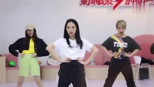 神仙友情!王霏霏发VLOG视频晒总决赛花絮告白姐姐们