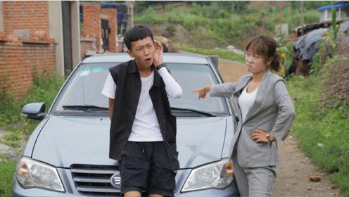 美女管小伙借车,谁知一上车缺德导航就占她便宜,真搞笑