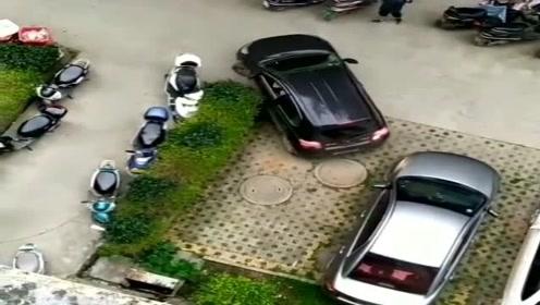 老婆吵着闹着要换新车,看到她停车后,打死也不买!