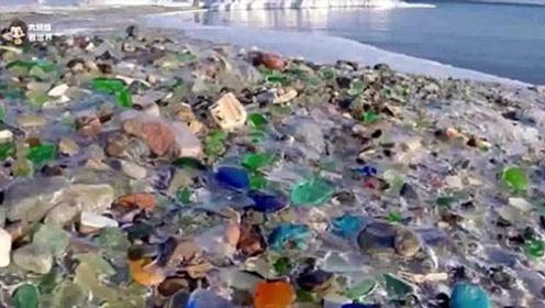 世界唯一五彩沙滩,因工厂排放废弃物形成,如今成世界级热门景区