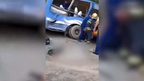 行车遵守交通规则,避免发生交通事故,吉林公交车与货车相撞致2死16伤。