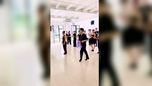 这状态,这气氛,停不下来啊  #拉丁舞#