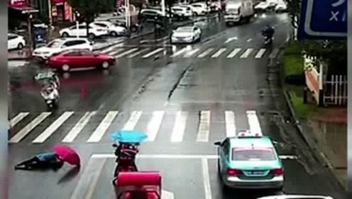大众司机过完路障急刹车,视频车师傅抢行,不料意外总是太突然!