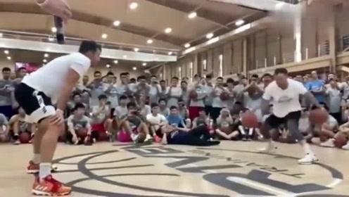 不看不知道,一看吓一跳这是美国篮球训练师的控球视频