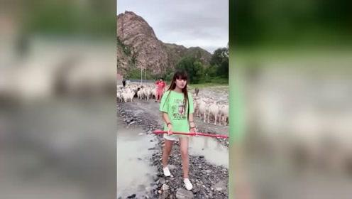 我这妹妹说好的跟我放羊,每次都是自拍完,就