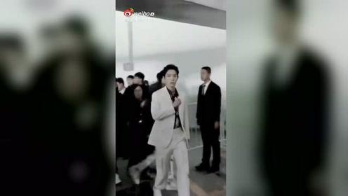 肖战走路视频