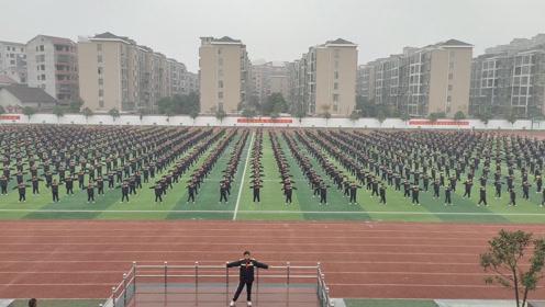益阳万源明达学校初中部阳光体育大课间放松操