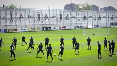尤文图斯对阵阿贾克斯欧冠赛前训练,C罗在阿姆斯特丹的一天