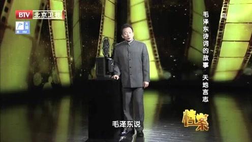 毛主席喜欢把生活浪漫化,视频记录下他逗猴的一幕,举动让人意外
